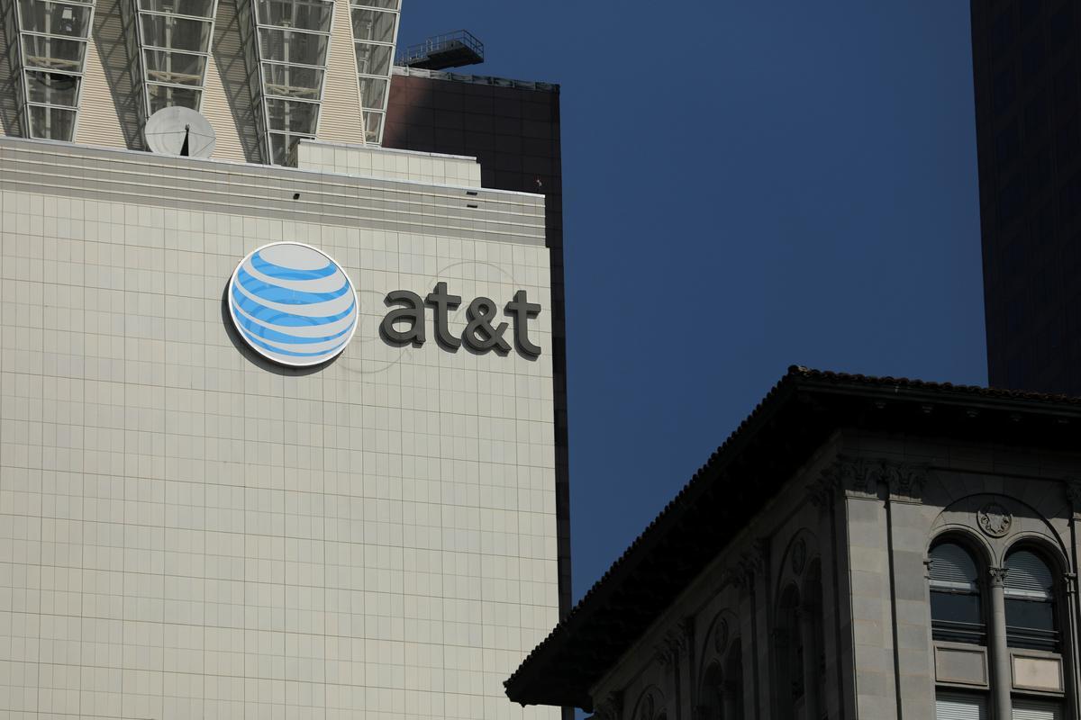 AT&T sien swakheid in draadlose ratte wat die omset in die derde kwartaal weeg