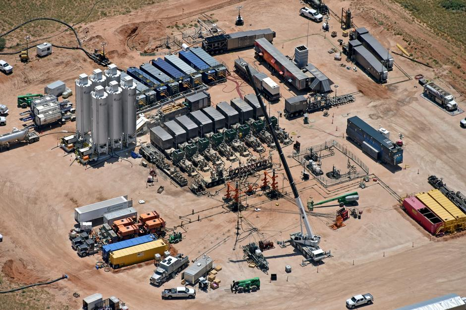 Low-cost fracking offers boon to oil producers, headaches