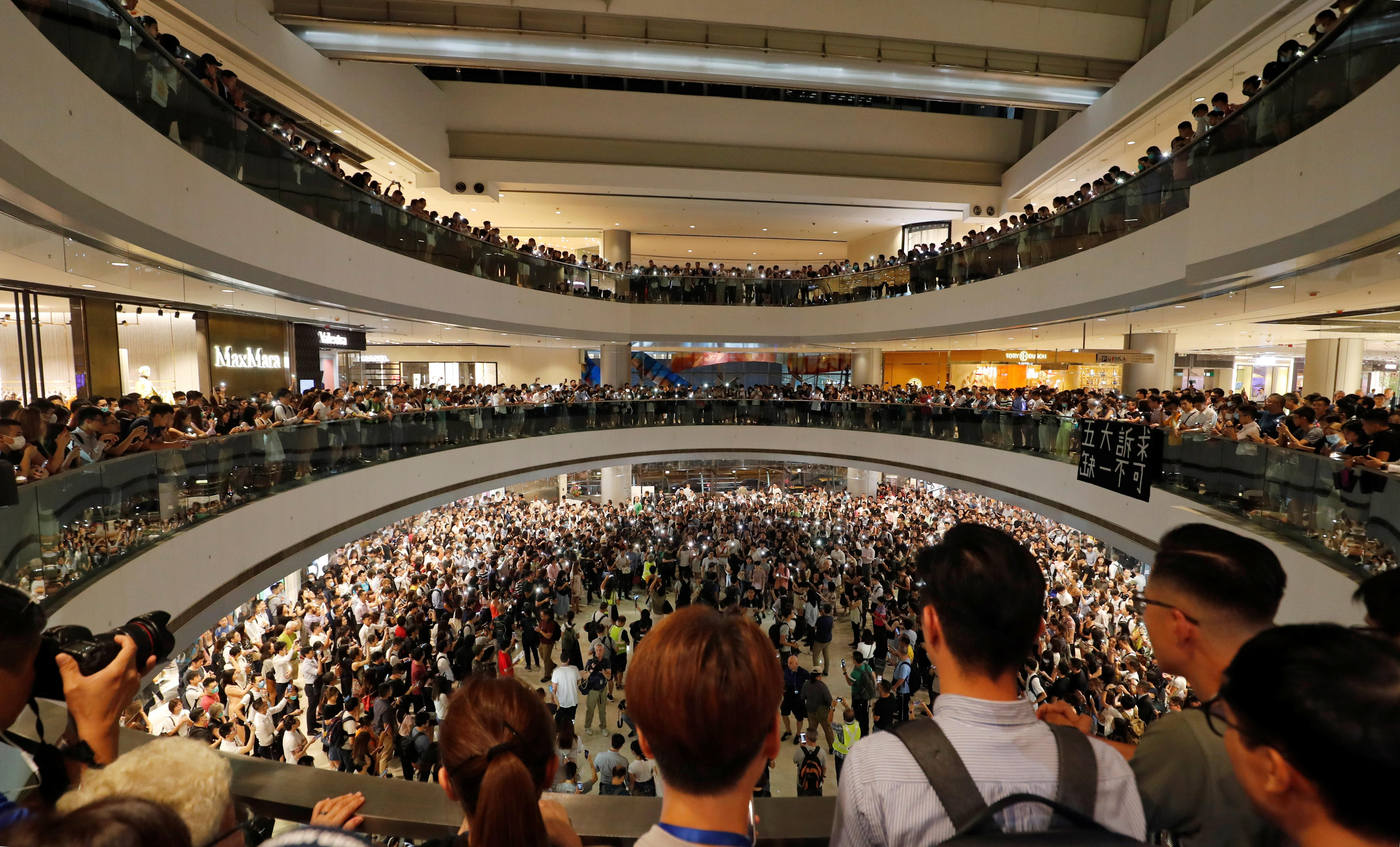 Hong Kong protesters to target metro again in busy lantern festival
