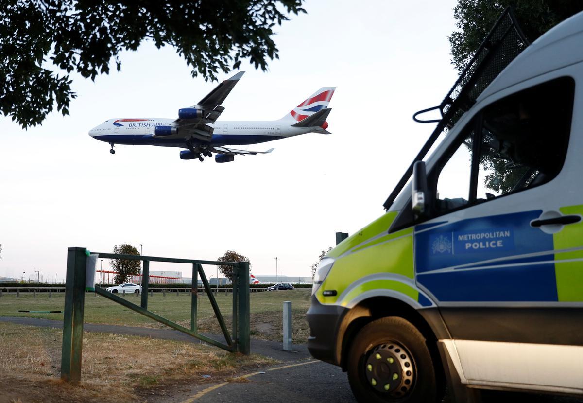 Die Britse polisie hef klimaatsaktivis aan weens Heathrow-protes