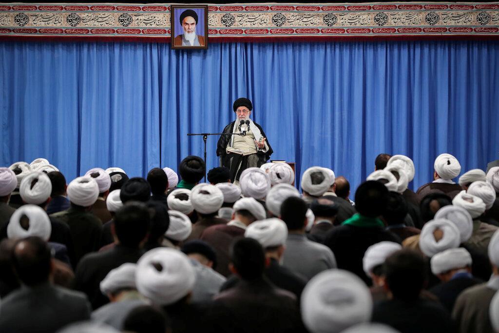 Iran sluit samesprekings uit terwyl Trump Teheran blameer vir Saoedi-olie-aanval