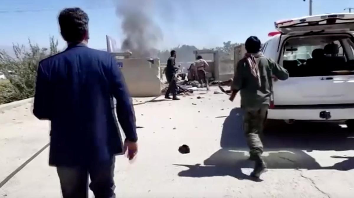 Taliban-aanvalle maak 48 dood, Afgaanse leier is ongedeerd terwyl die bomwerpers teiken