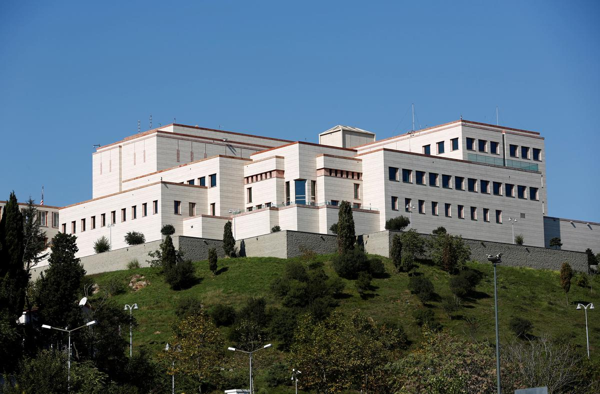 Turkse hof beslis dat die Amerikaanse konsulaatwerker in die tronk moet bly: prokureur
