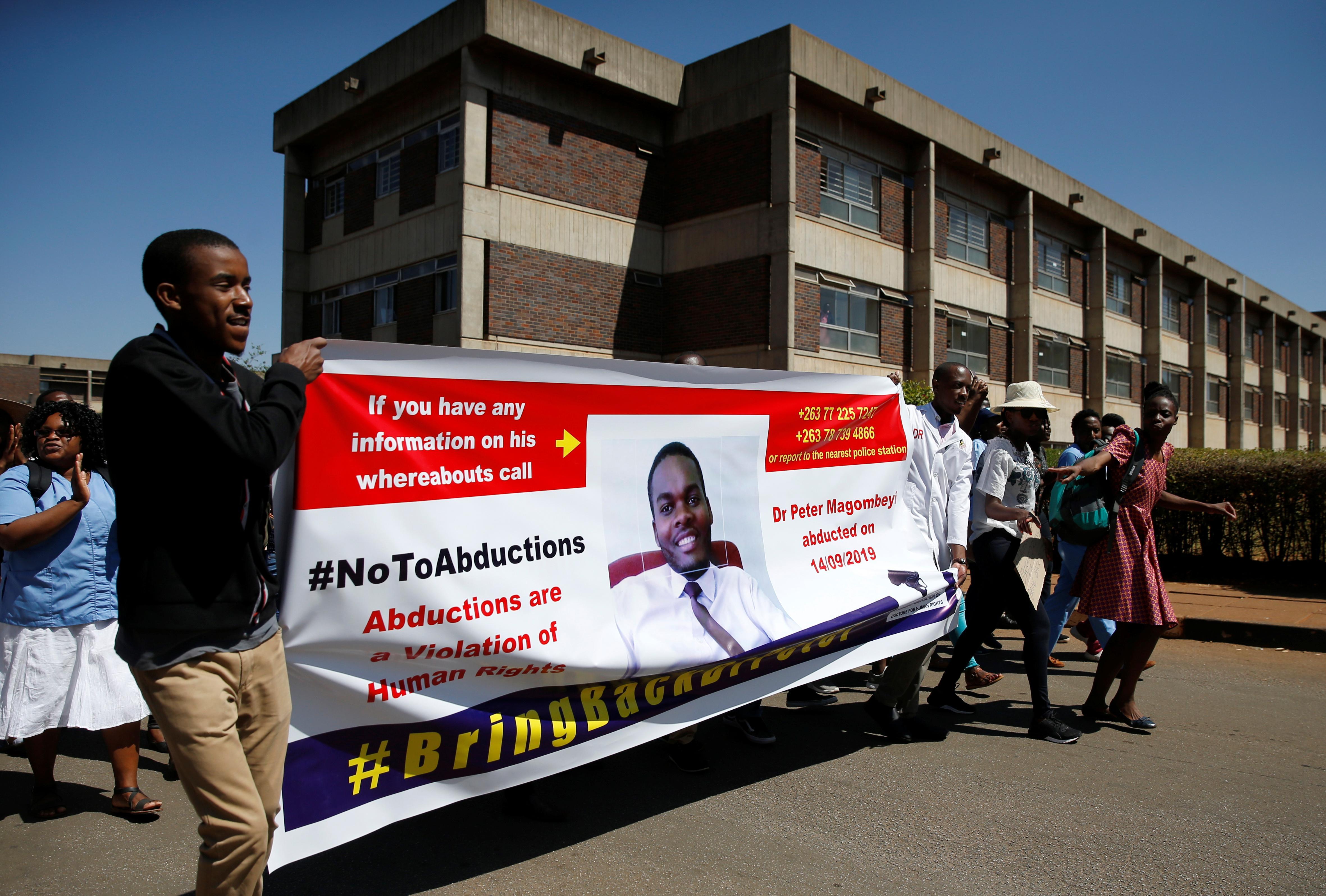 Zimbabwe doctors say receiving death threats over strike