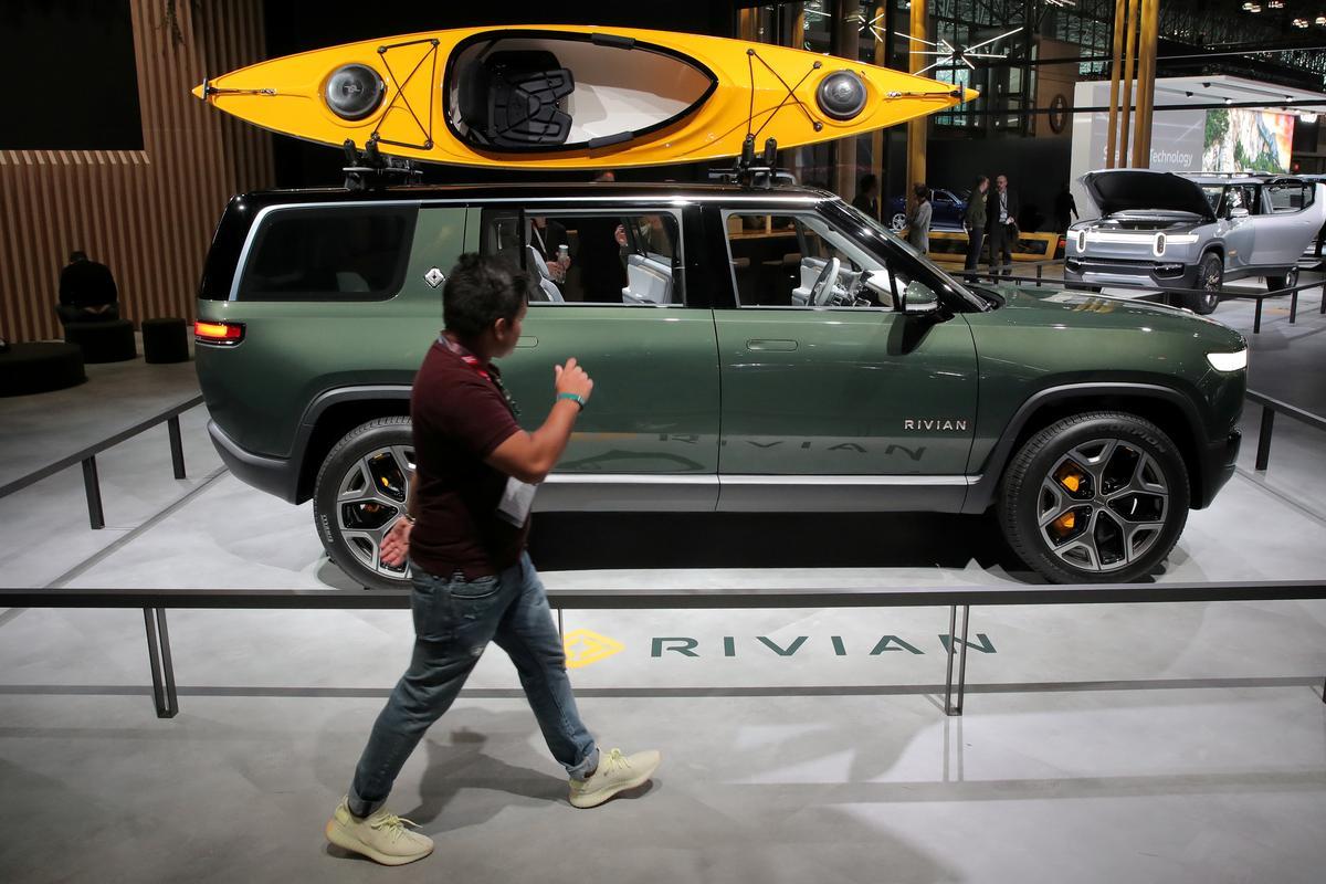 Die opstart van die elektriese voertuig Rivian kry 'n stoot van die groot Amazon.com-bestel