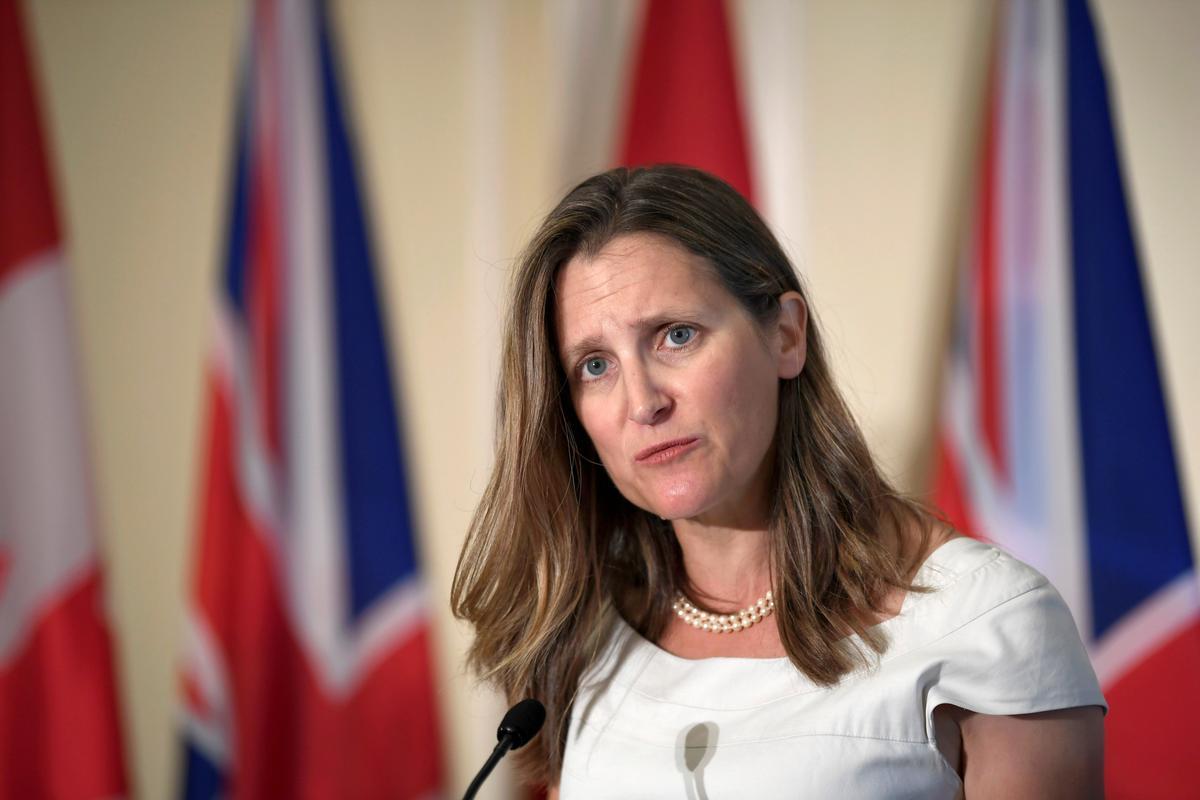 Freeland, minister van Buitelandse Sake, 'ontsteld, teleurgesteld' deur Trudeau se swart oppervlakbeelde