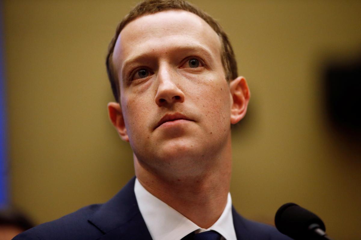 Min Amerikaanse wetgewers druk 'soos' op die knoppie nadat Facebook se uitvoerende hoof, Capitol Hill, besoek het