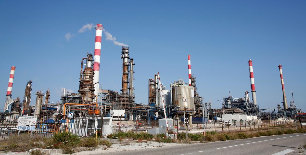 Oil gains on Saudi supply disruption, Mideast tensions