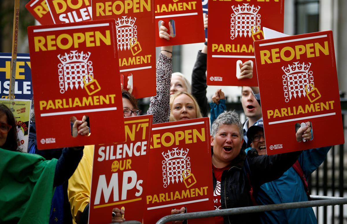 Britse hof beslis dat Johnson die parlement onwettig opgeskort het, strydig met die premier