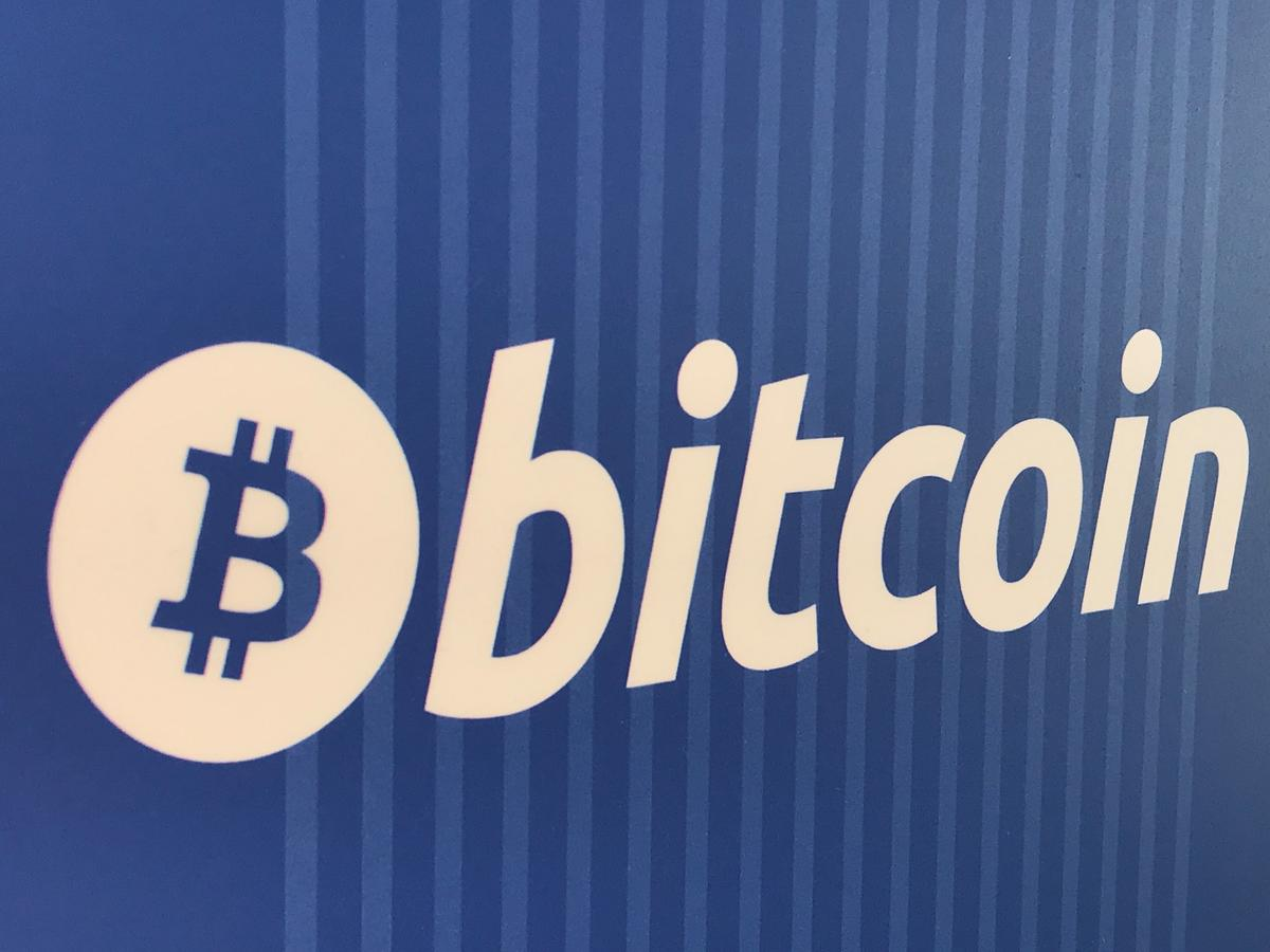 Bitcoin daal tot meer as drie maande laag, en handel kortliks onder $ 8.000