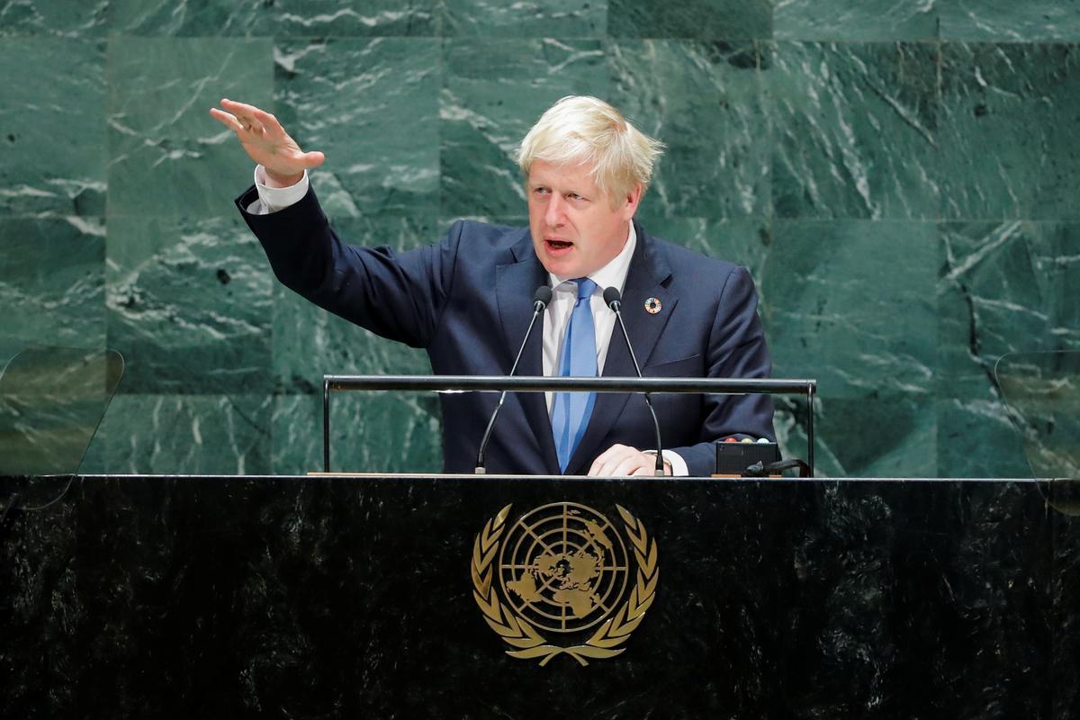 Johnson vlieg terug na die Britse parlement namate die Brexit-chaos verdiep
