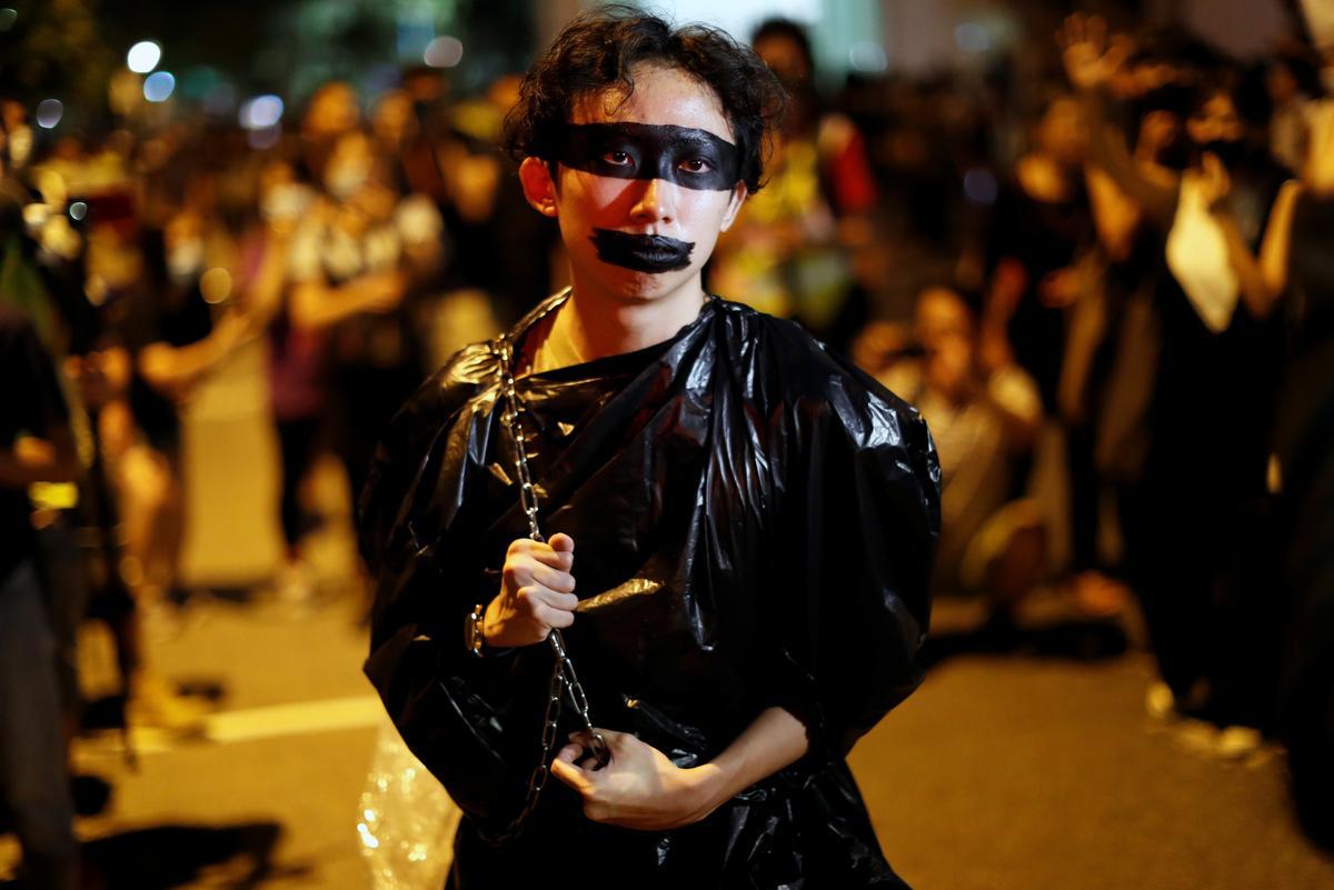 Betogers in Hongkong lok leier ure in die stadion ná 'oop dialoog'