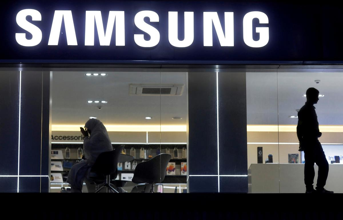 Samsung bied finansiering aan om die verkope van slimfone in Indië te verhoog