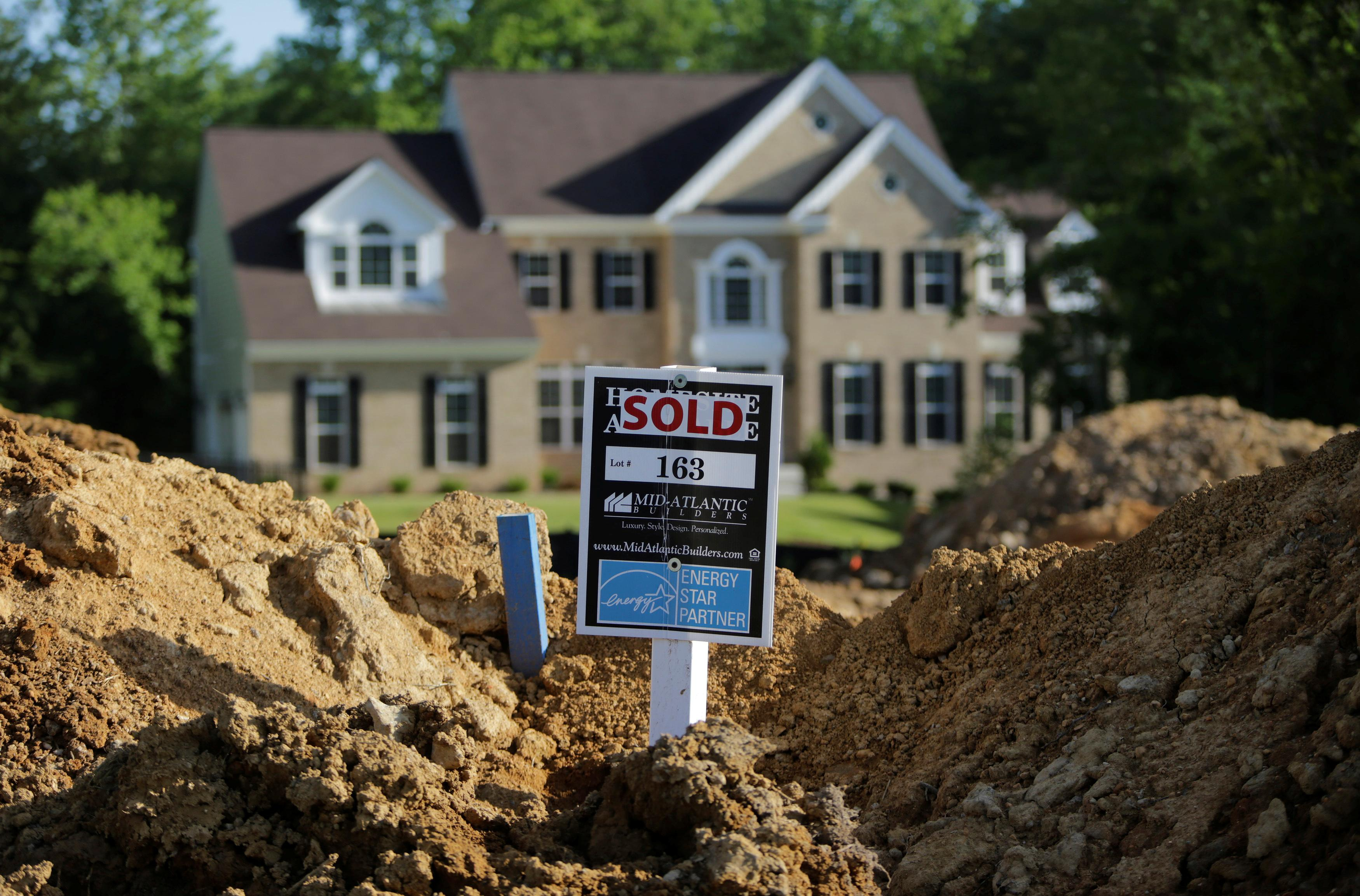 U.S. pending home sales rise more than expected in August