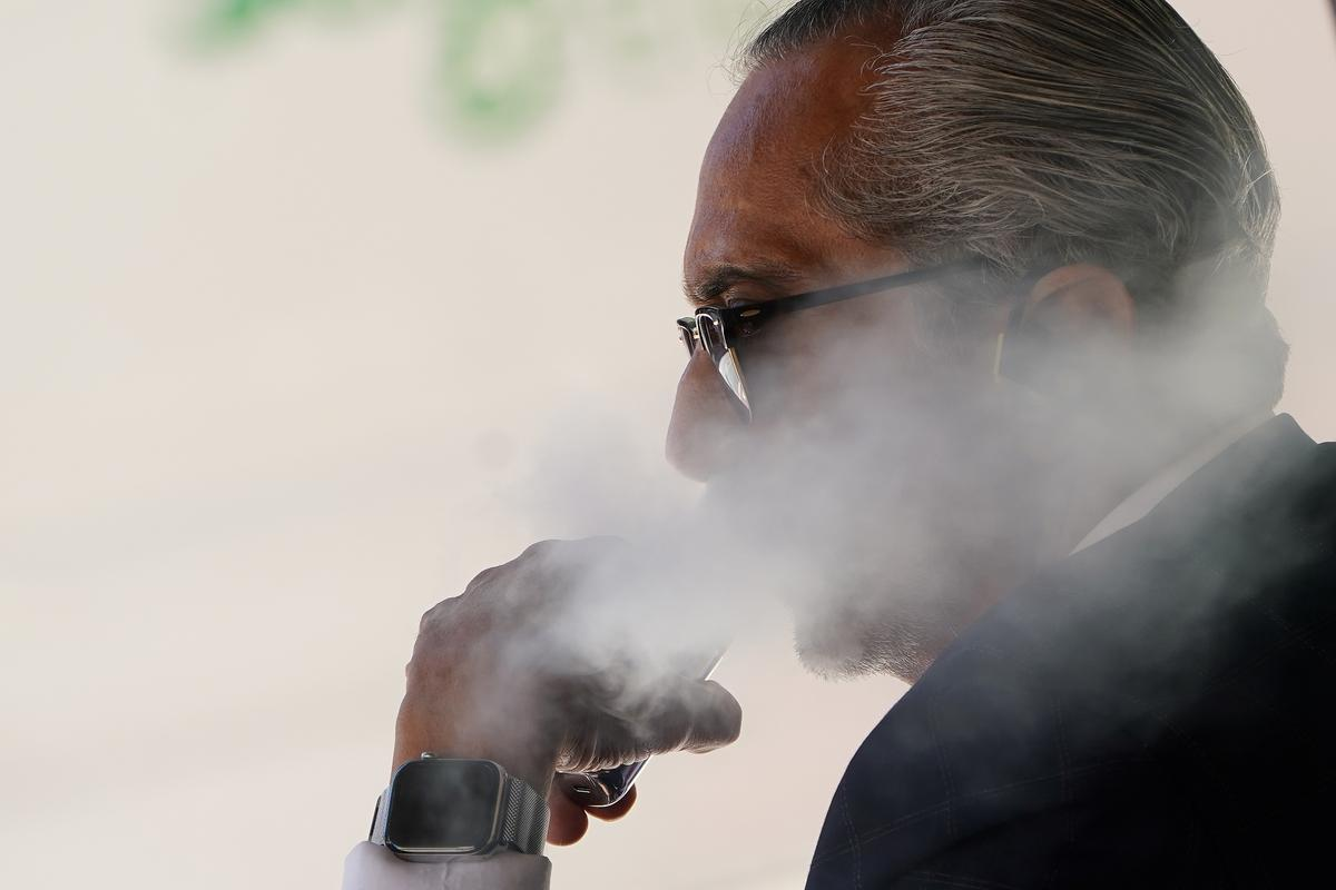 U.S. House panel asks e-cigarette companies to cease advertising