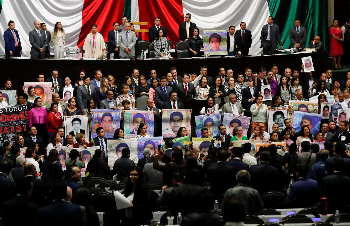 Mexiko soek opnuut na die oorskot van studente op die vyfde herdenking van die verdwyning