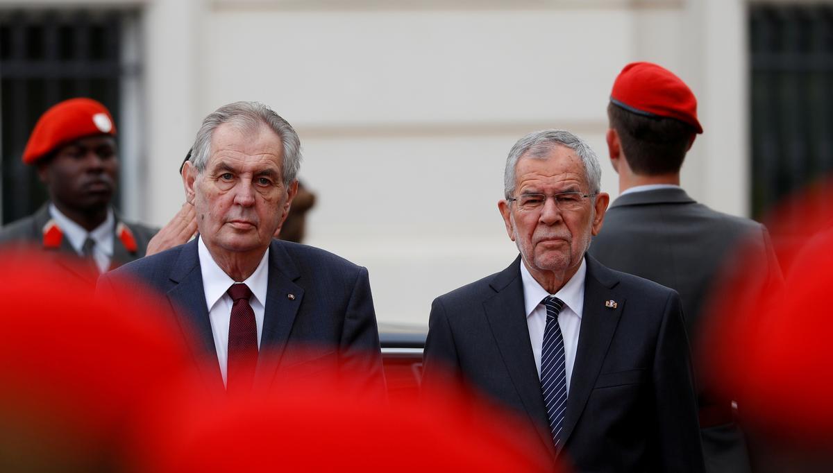 Tsjeggiese wetgewers van die opposisie versuim om die president te verwyder