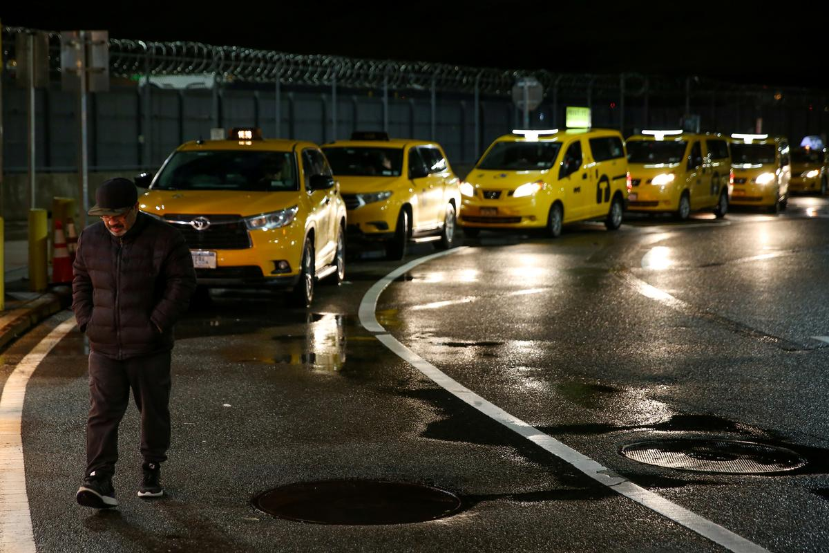 Regulator approves NYC area airport tax, favoring taxis over ride-hails