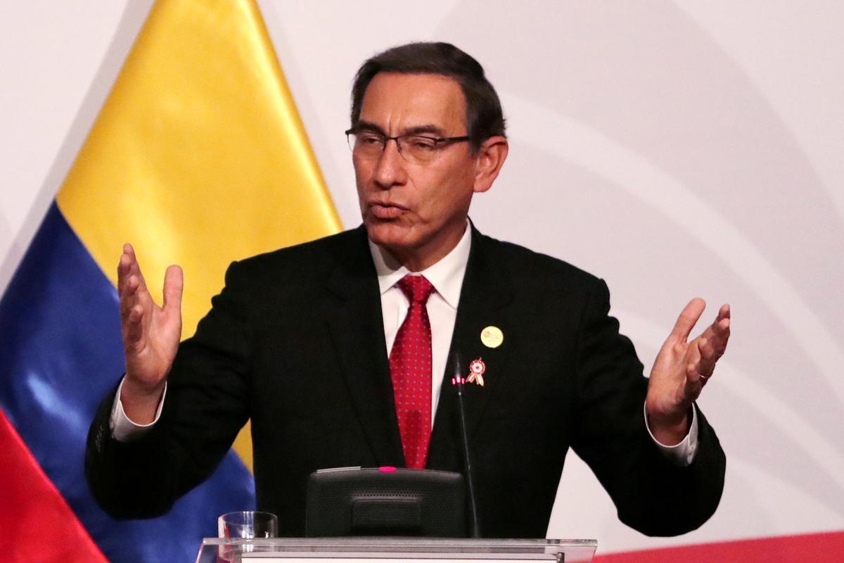 Die Vizcarra in Peru vra vir vertroue wanneer politieke krisis eskaleer