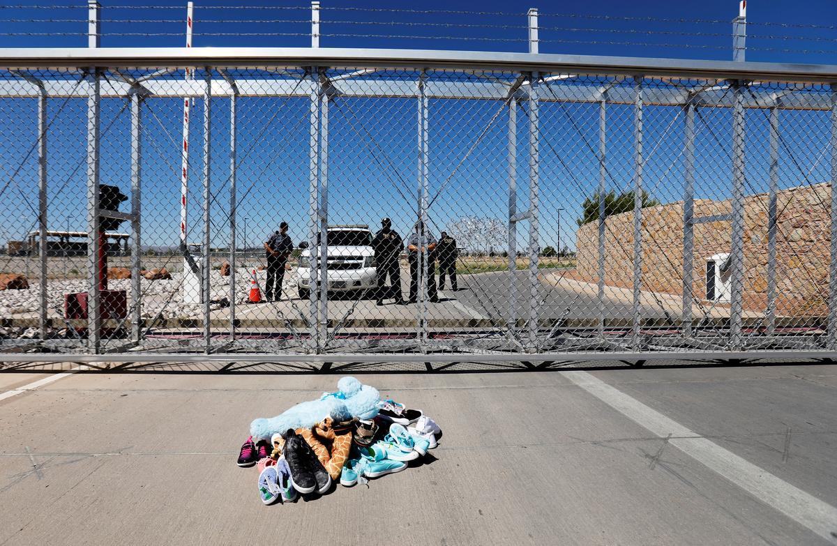 U.S. judge blocks Trump rule on migrant child detention