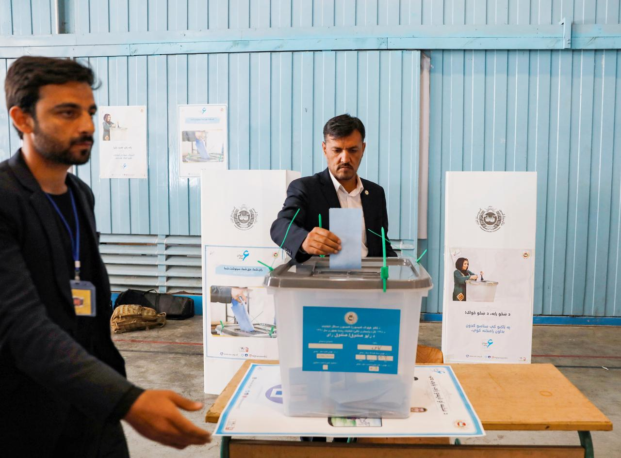 Картинки по запросу Voting Begins In Afghanistan