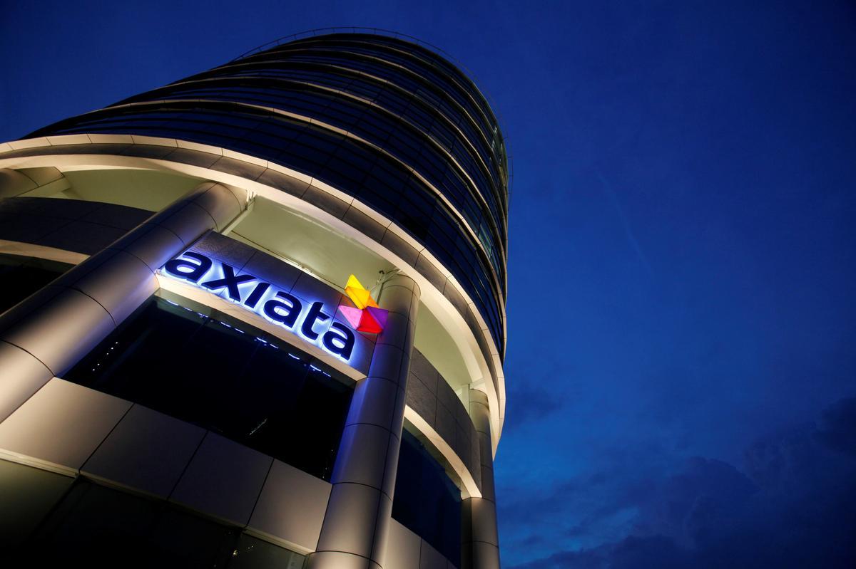 Nadat groot transaksies misluk, soek Axiata in Maleisië klein verkope