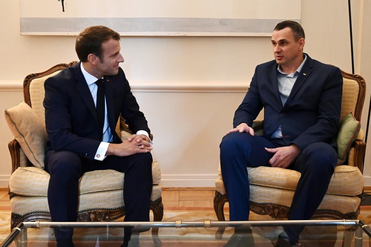 Frankryk se Macron ontmoet die bevryde Oekraïense filmmaker Oleg Sentsov