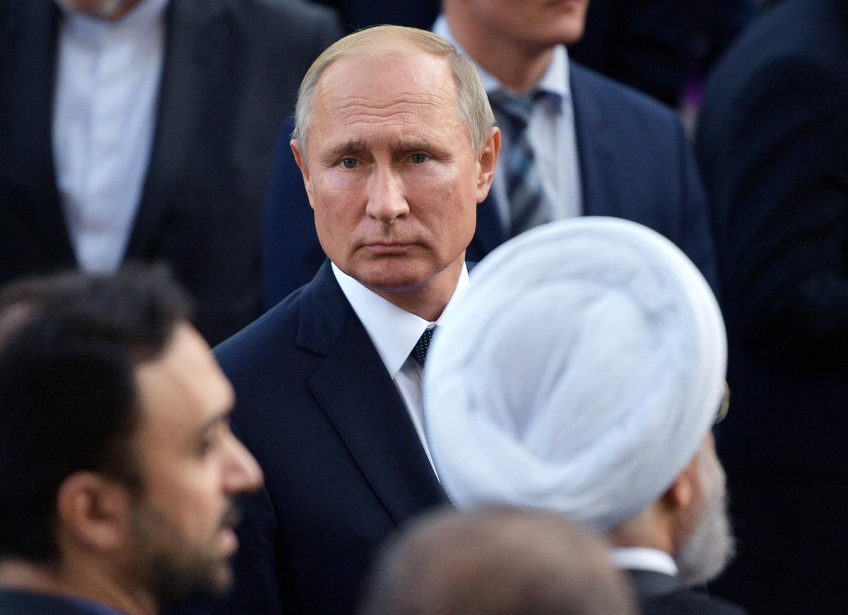 Poetin sê hy gee nie om of sy oproepe met Trump bekend gemaak word nie