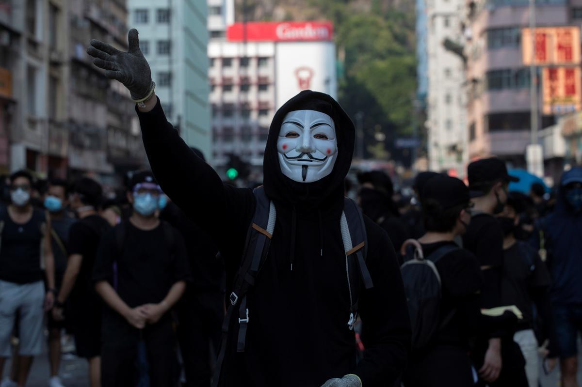Hong Kong gaan gesigmaskers verbied om geweld te bekamp: media