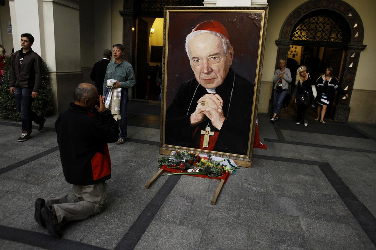 Pous beweeg die Poolse antikommunistiese kardinaal nader aan die heilige lewe