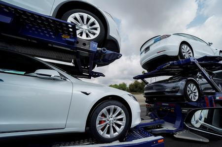 Tesla automated parking problems seen liability of app 'driver' for now