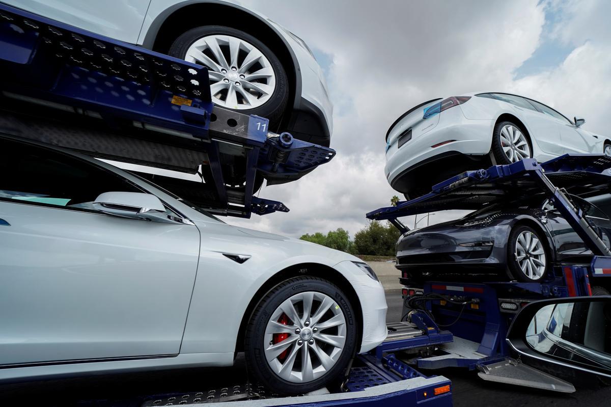 Tesla se outomatiese parkeerprobleme is tans verantwoordelik vir die bestuurder van die app