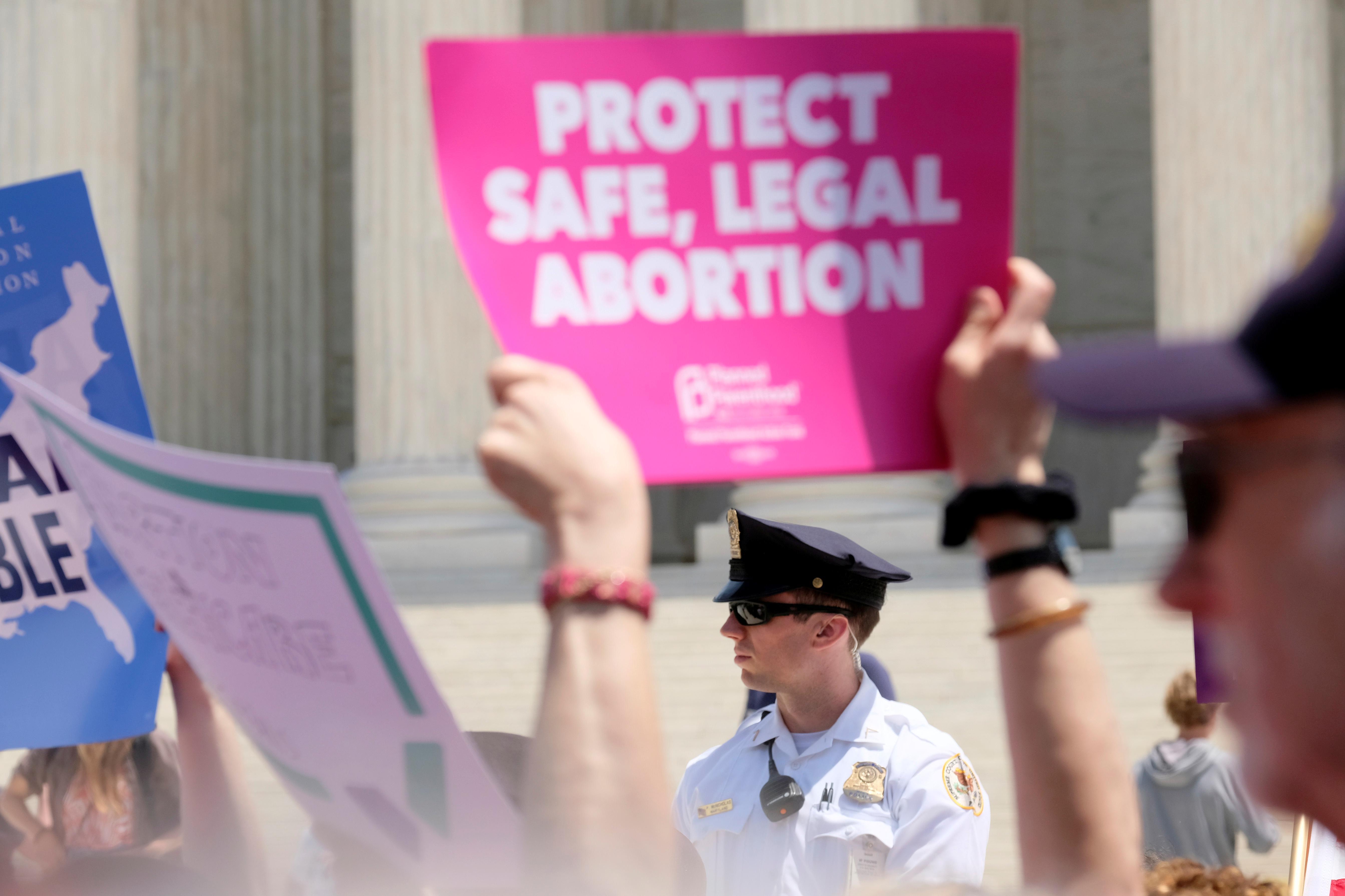 La Cour suprême des États-Unis a statué sur un cas important qui pourrait limiter l'accès à l'avortement