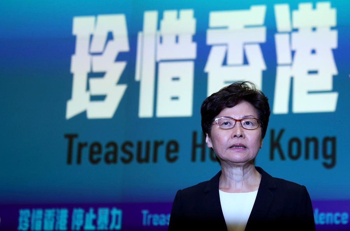 Lam van Hong Kong sê 'uiterste geweld' geregverdigde gebruik van noodmagte
