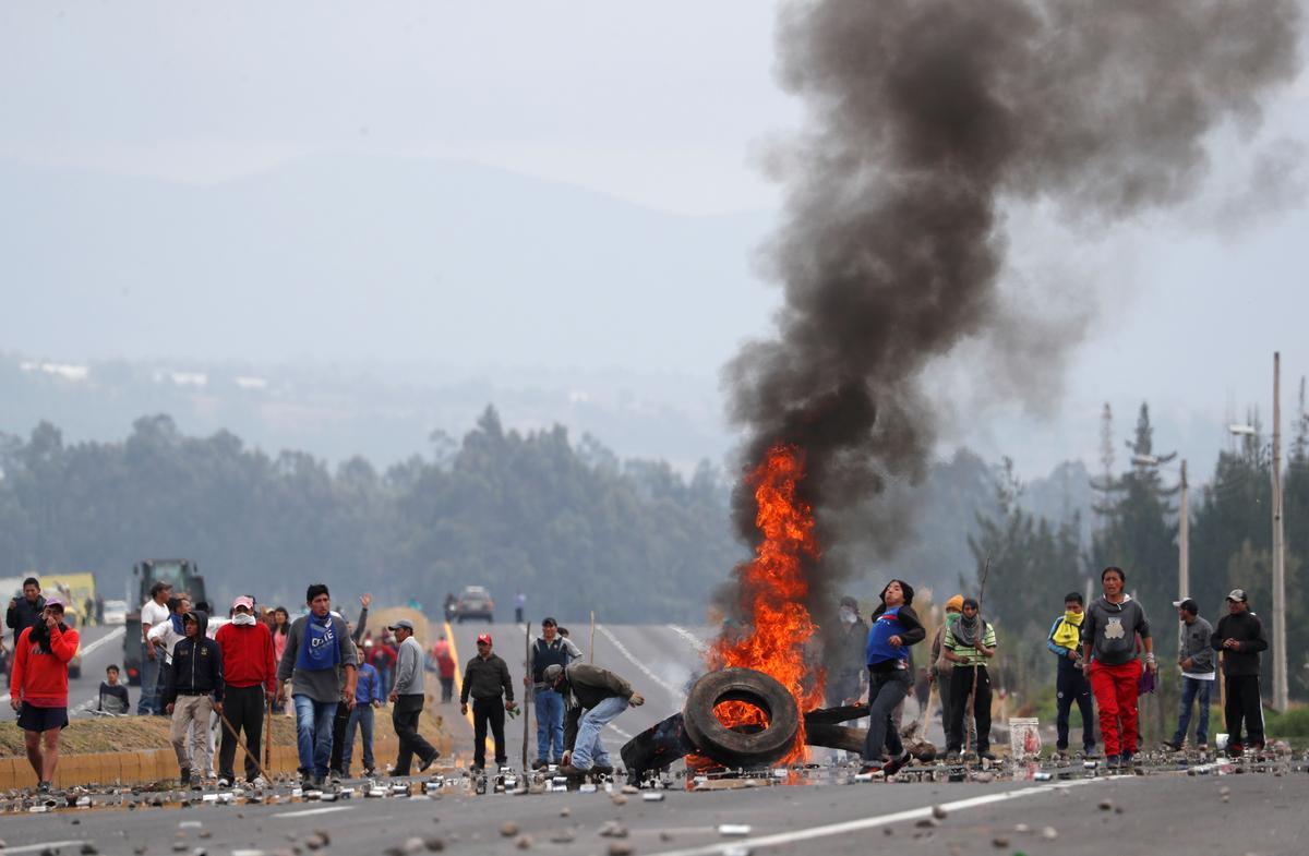 Ecuador arresteer winkeliers, man sterf as protes woed