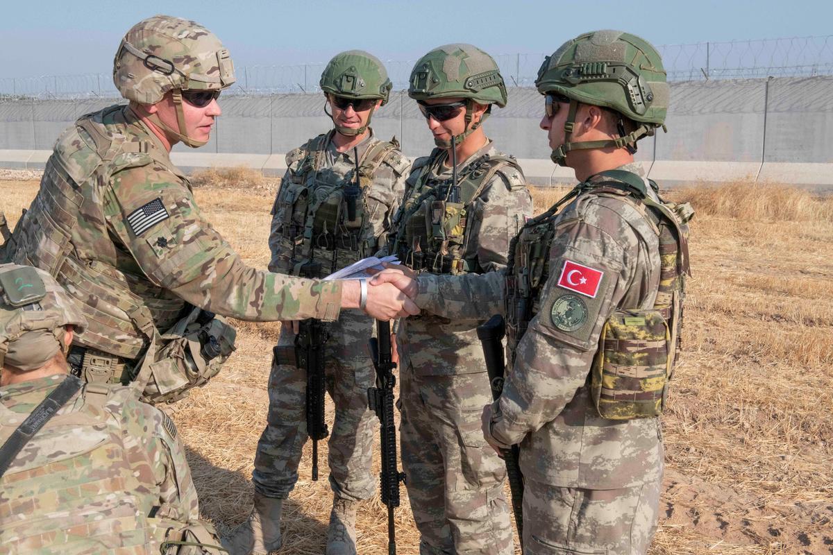 Trump dreig Turkye met ''n uiters gedecimeerde ekonomie' oor Sirië