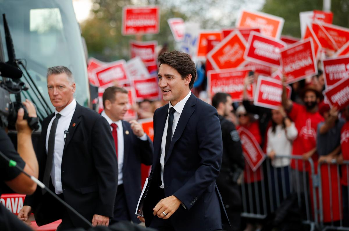Die Trudeau in Kanada, wat herstel na die skandaal van die swart oppervlak, staar 'n belangrike debat in die gesig