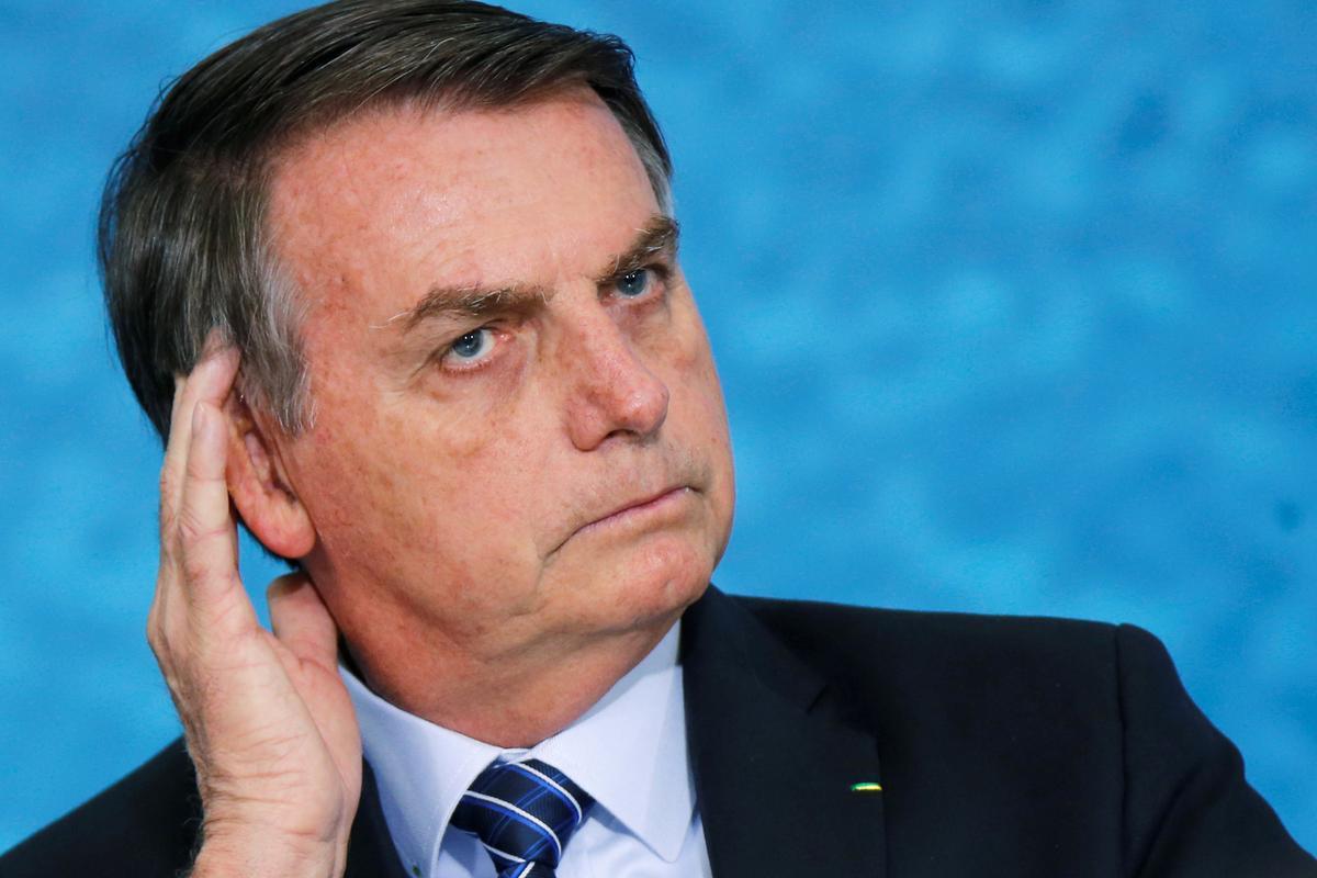 Bolsonaro, Brasilië, sê strandolie-stukkies kan kriminele of skipbreuk ly
