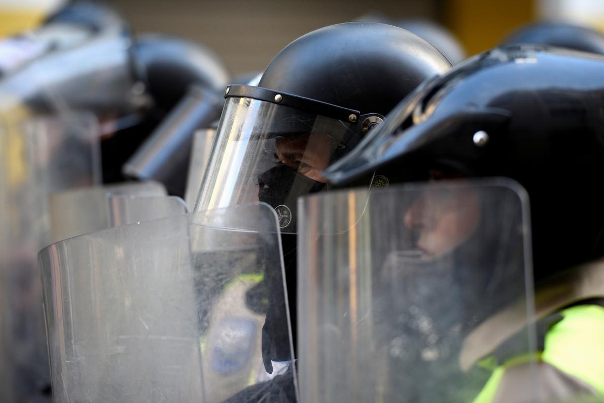 Ecuadorean protesters raise heat on defiant Moreno, police crack down