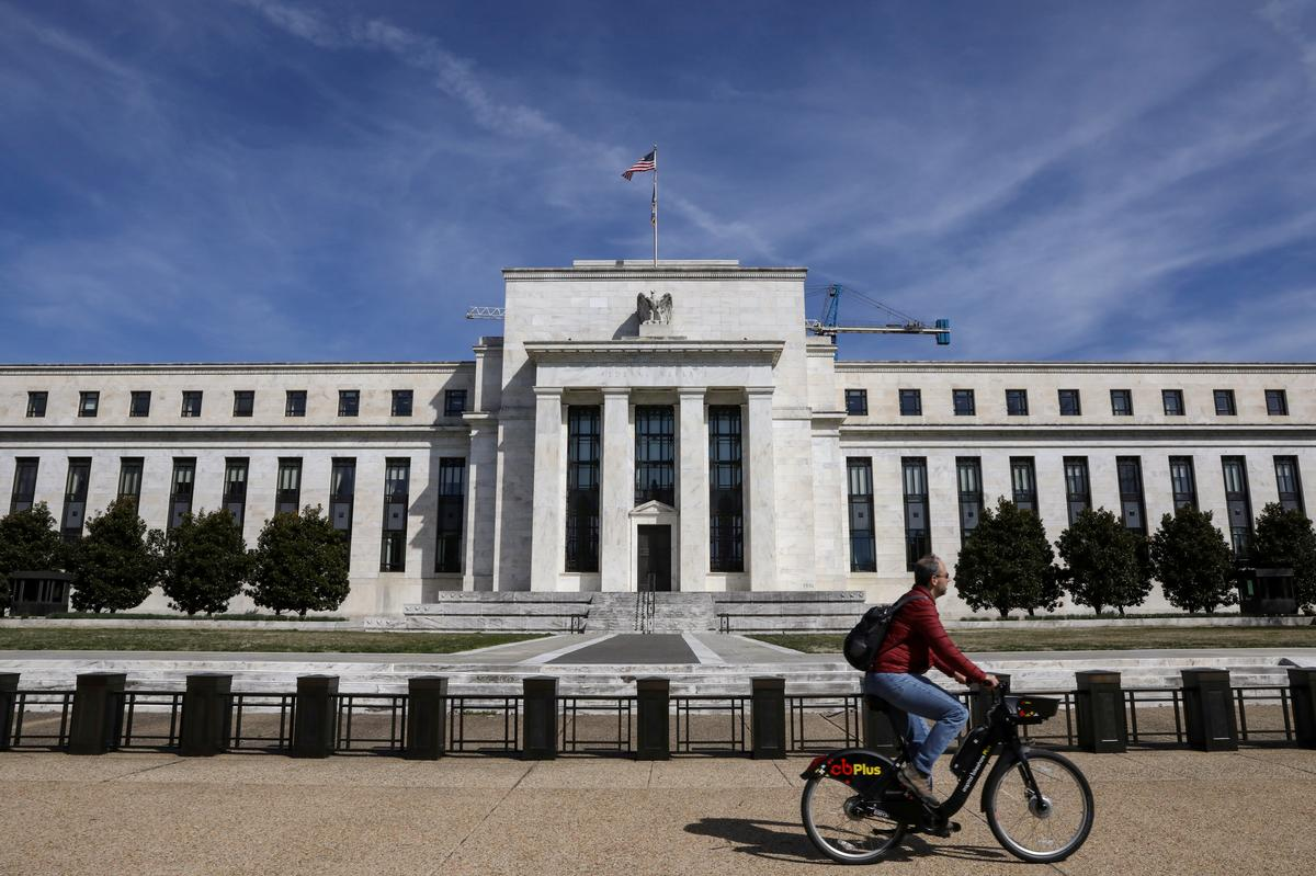 Fed eases post-crisis rules for domestic, foreign banks