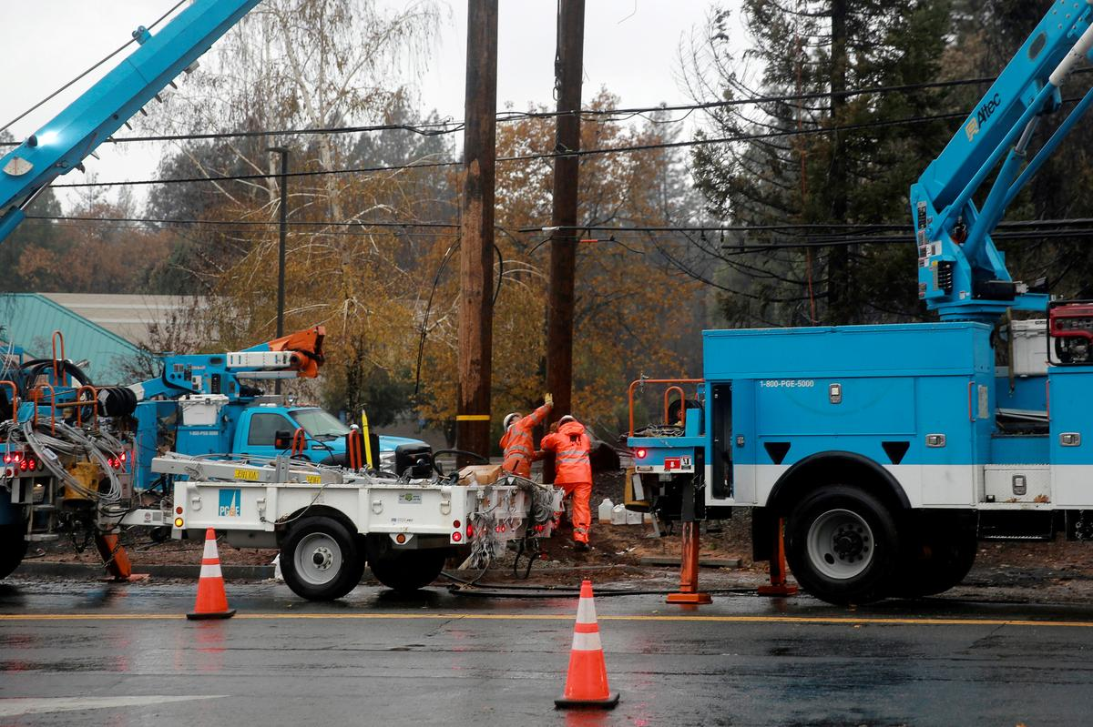 In California, food spoils, businesses close as power outages imposed