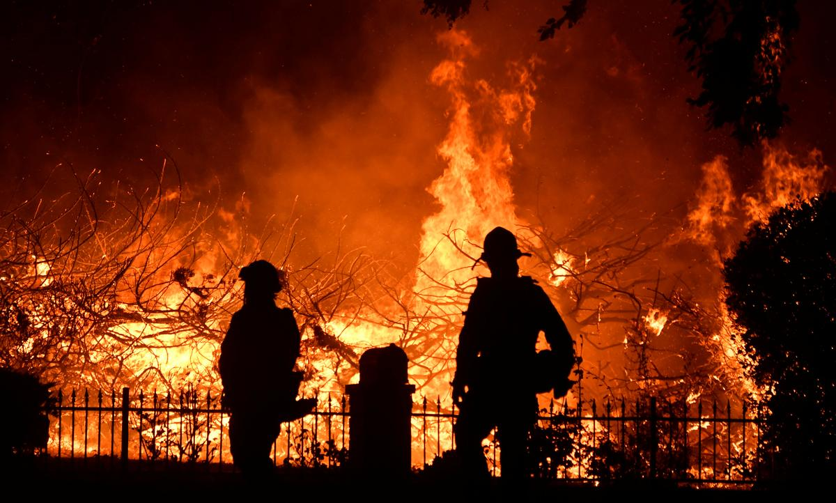 Firefighters make gains against Los Angeles wildfire, evacuation...