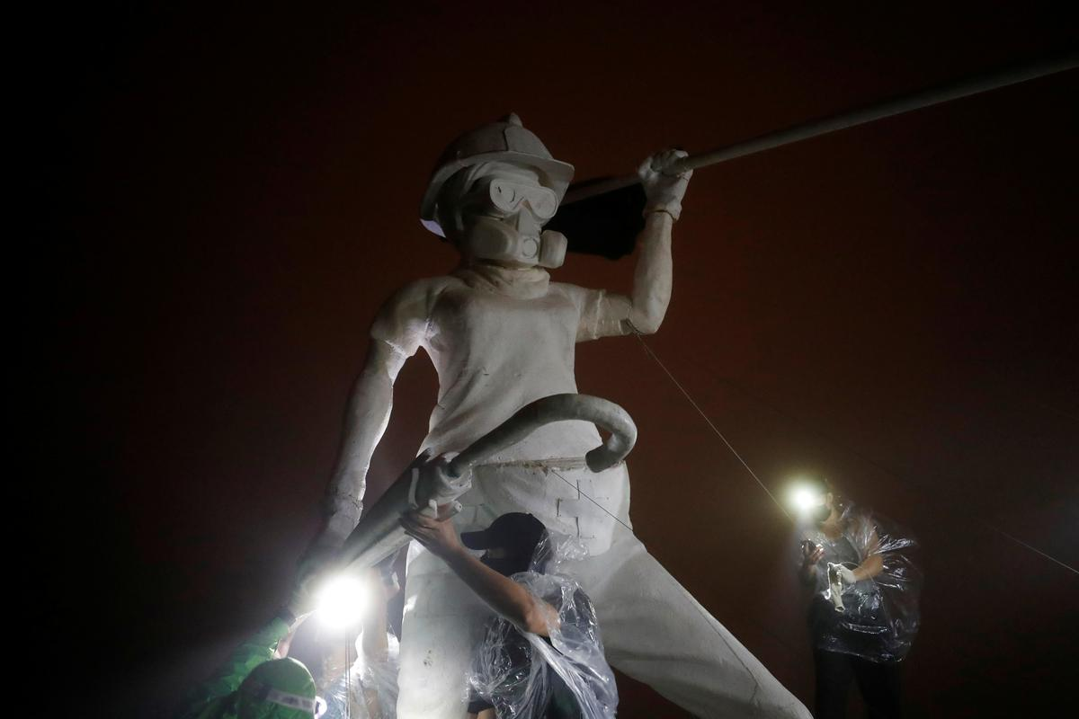 Hong Kong pro-democracy activists hoist 'Lady Liberty' statue above city to rally protests