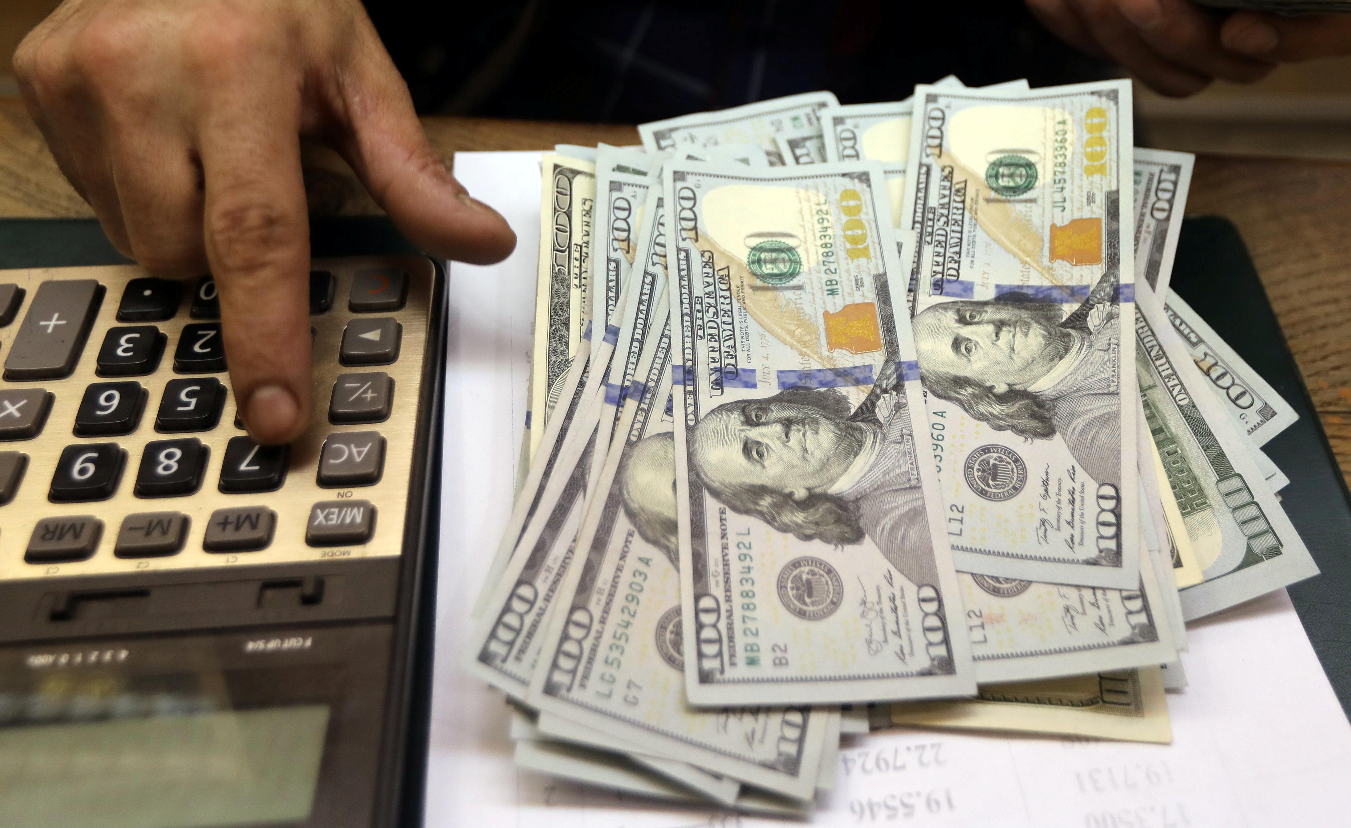 Dollar rebounds as ebbing trade deal optimism hurts risk appetite