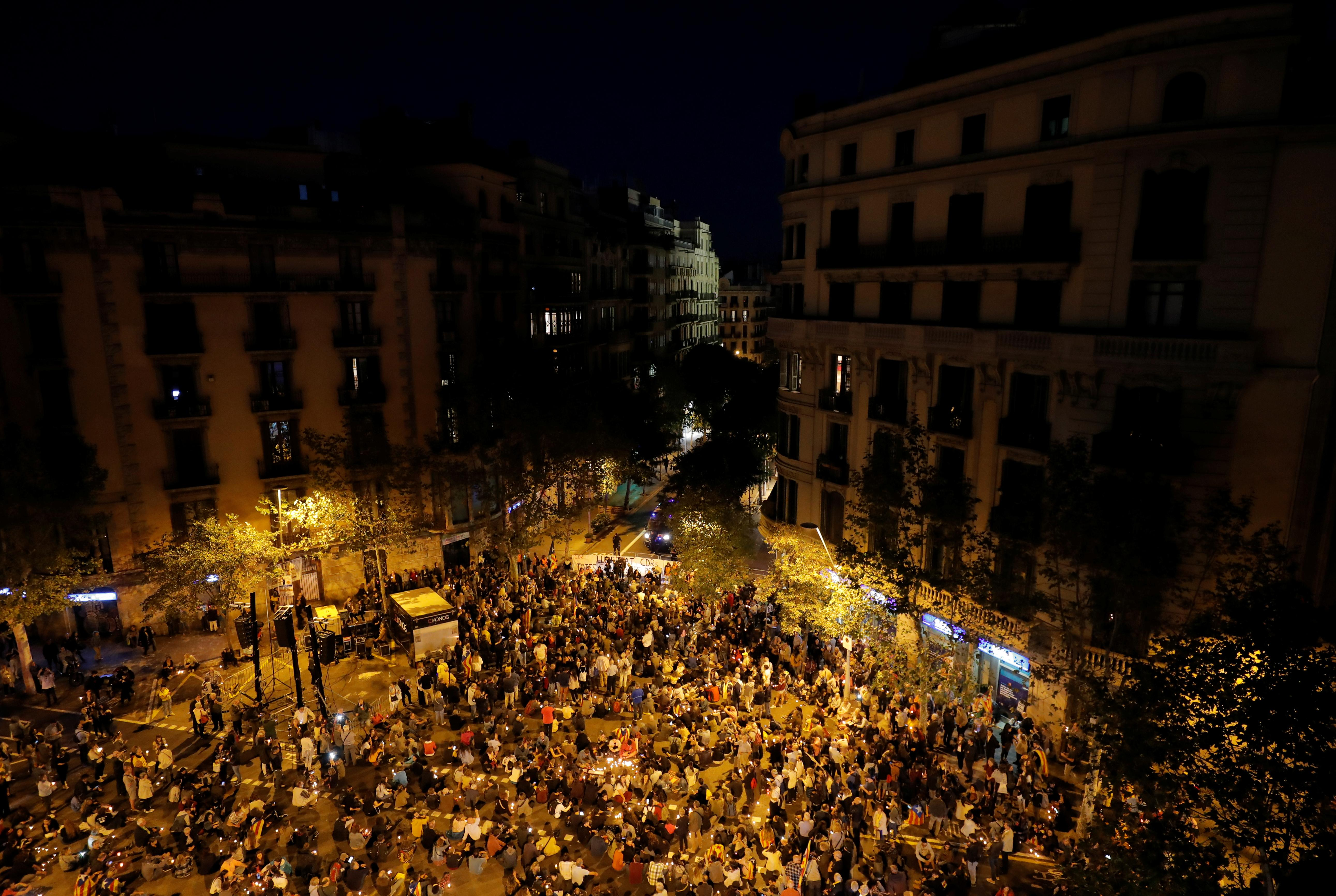 Clashes erupt in Barcelona as Catalan separatists protest sentences...