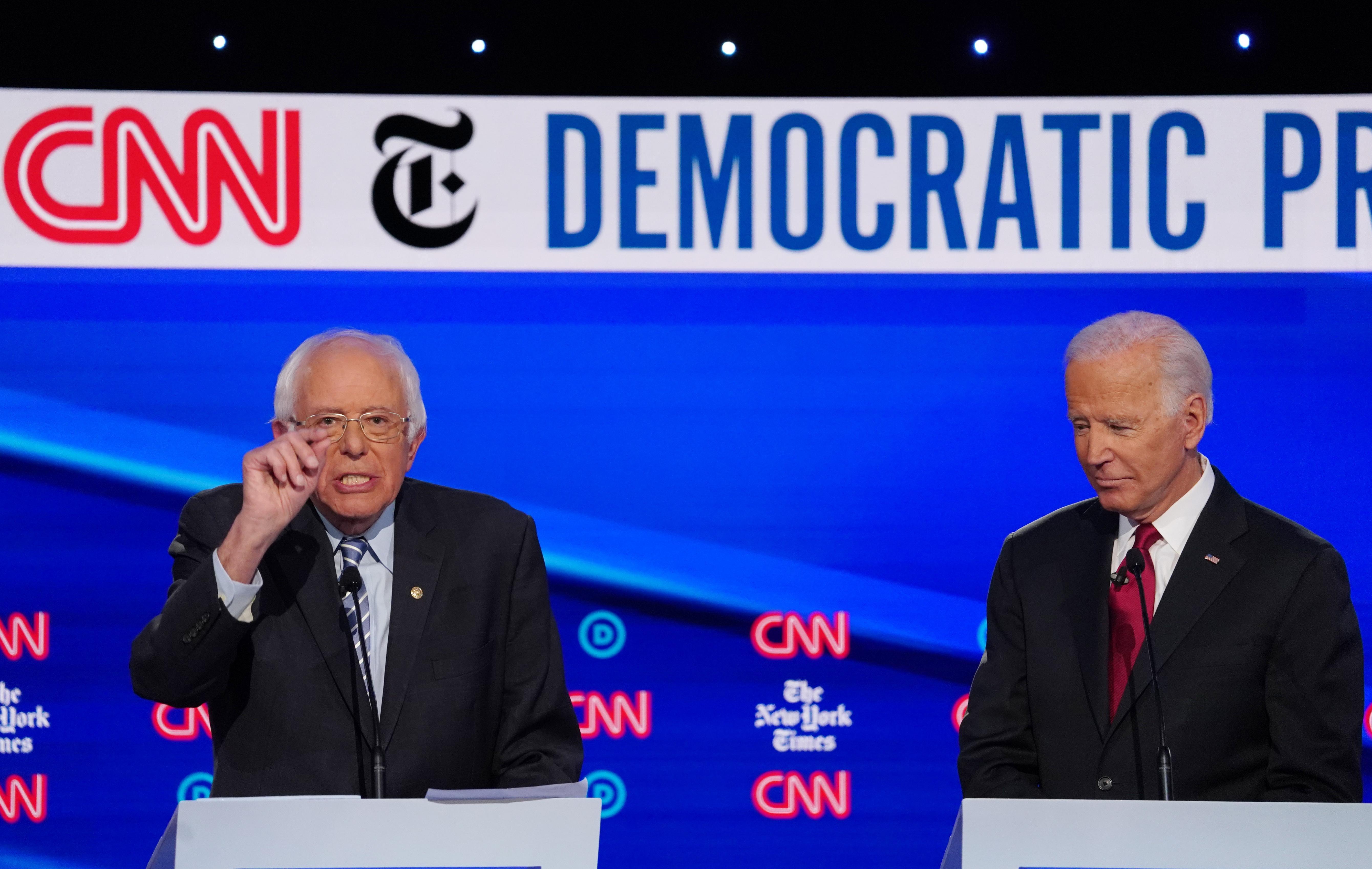 Faits saillants du débat démocratique: Warren pile-sur, questions sur l'âge