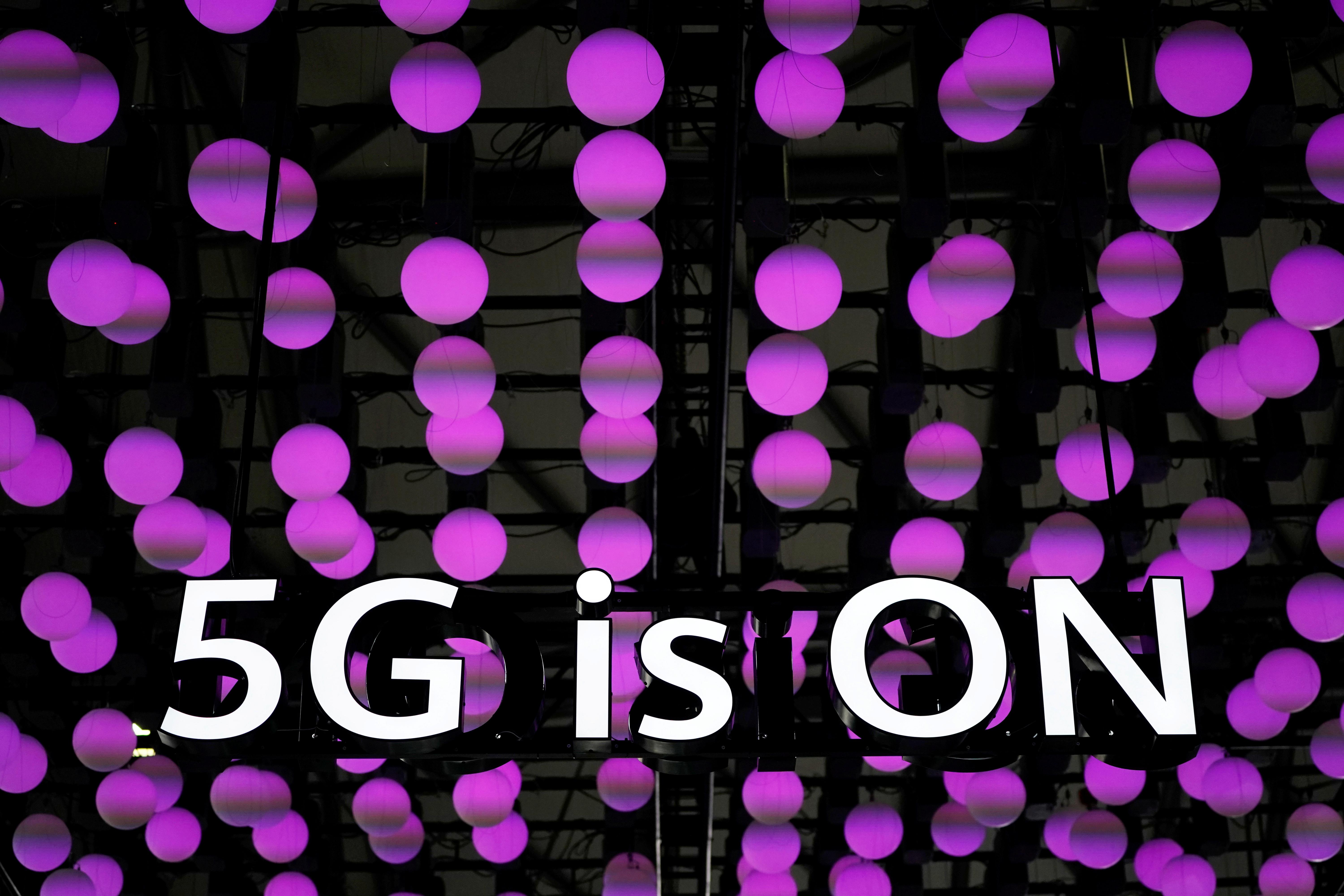Huawei unveils new 5G antennae ahead of China ramp