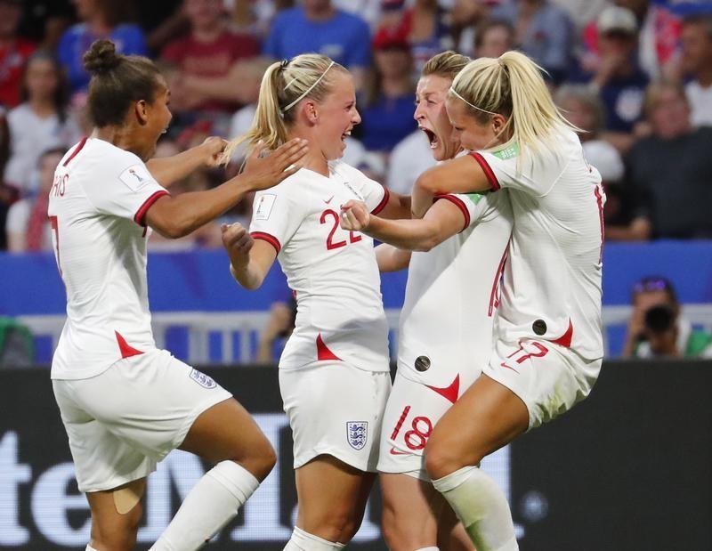 サッカーイングランド女子代表来月のドイツ戦で最多観客記録