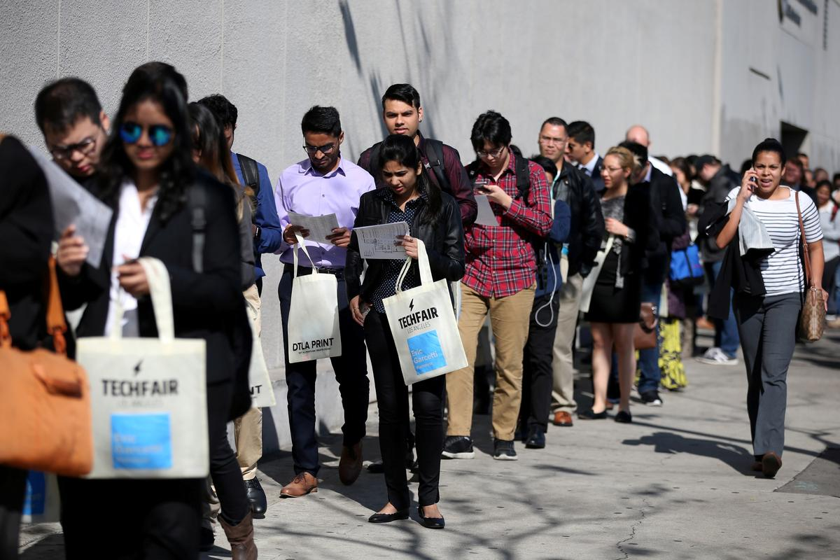U.S. weekly jobless claims rise modestly