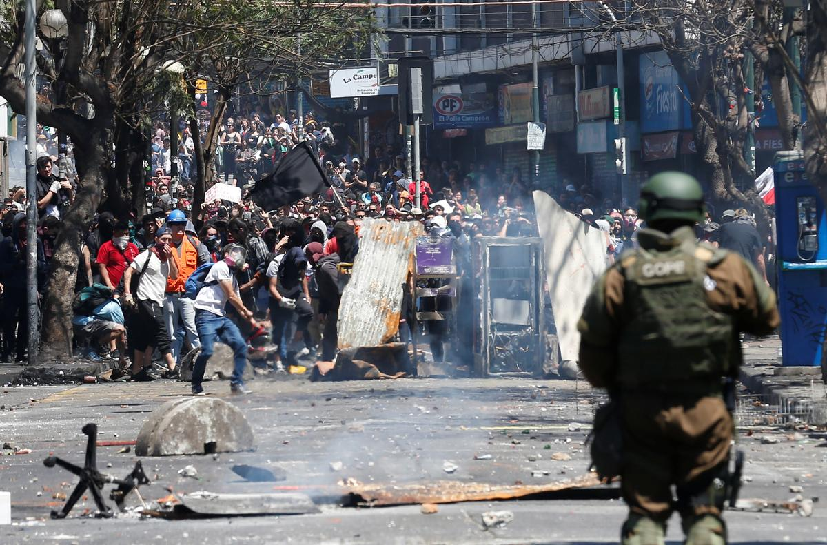 Chileans desperate for gas, groceries following weekend riots